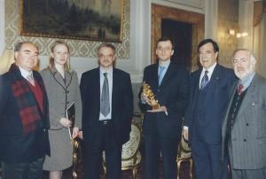 2002 consegna del PCC per il Presid. Putin all'Amb. Nikolai Spasssky
